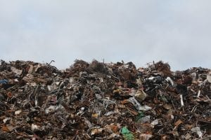 Entsorgte Haartrockner auf Müllkippe