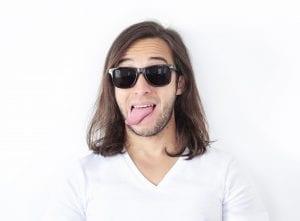 Mann mit langen Haaren